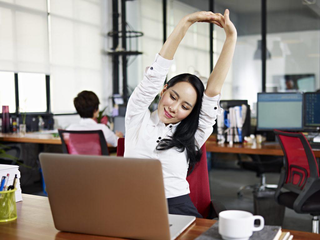 Online Meetings können langweilig und qualvoll sein. Ich bin der Meinung, dass dies keinesfalls so sein muss. Ein wenig Know-how und Vorbereitung vorausgesetzt und schon können Online-Meetings das liefern, wofür sie eigentlich gedacht wären: Nämlich eine Plattform für gute Verständigung und gelebtes Miteinander zu sein.